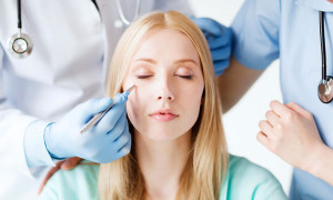 Причины образования и лечение фурункула на лице