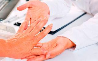 Как выглядят мелкие прыщики на руках и как их лечить?