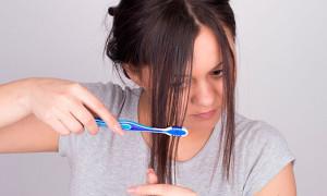 Как быстро самостоятельно обесцветить волосы?