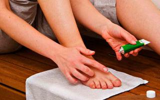 Мази и народные средства для лечения грибка кожи на ногах