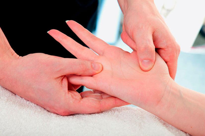Грибок на ногте пальца руки лечим сами.