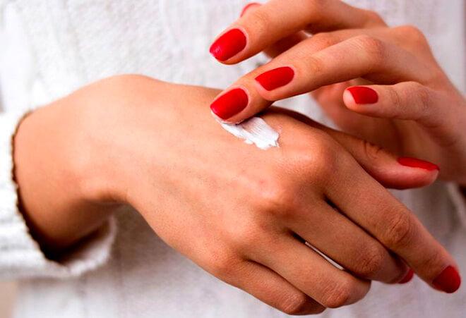 Методы лечения шелушения кожи на пальцах рук