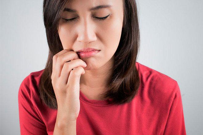 Как лечить прыщики во рту?